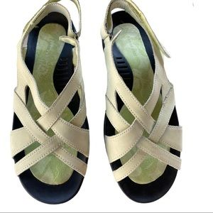 Lands'end woman's green soft leather sandals